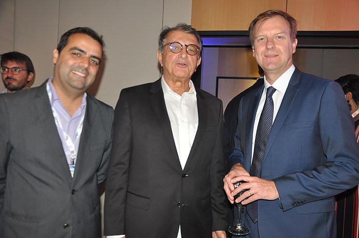 Paulo Lobão e Jean-Marc Pouchol, da Air France-KLM com Arialdo Pinho, secretário de Turismo do Ceará