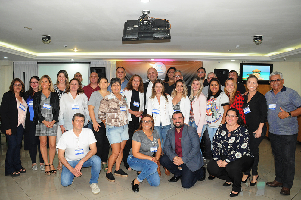 Roberto Gracioso, do Century Paulista, com agentes e sua equipe