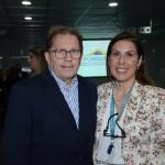 Waldir Walendowsky, secretário de Turismo de Santa Catarina, e Gisele Lima, da Promo