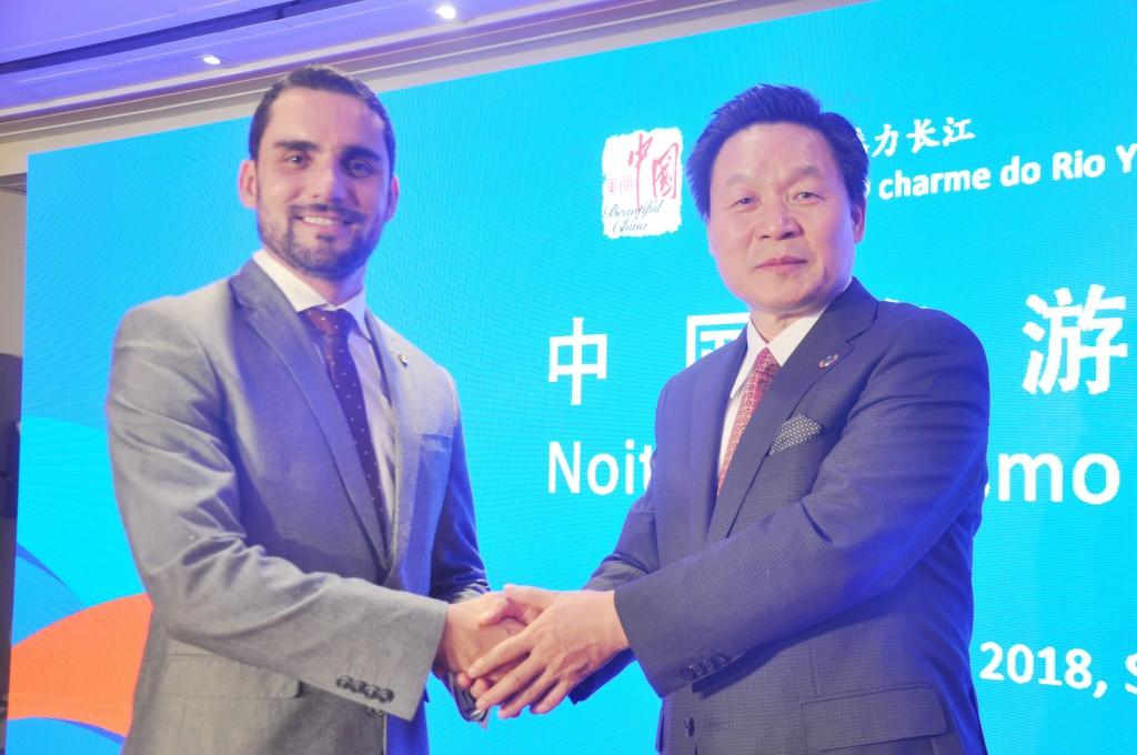Alisson Braga e Zhang Xilong celebraram a cooperação entre os dois países no primeiro evento do Turismo China no Brasil