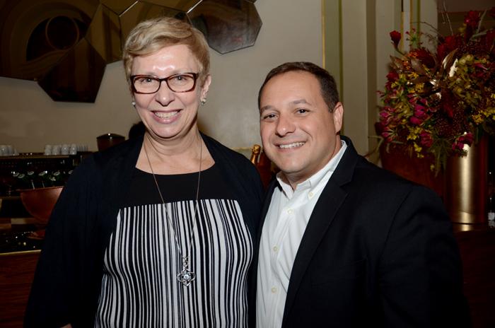 Barbara Picolo, da Flytour, e Luiz Araujo Jr., da Disney