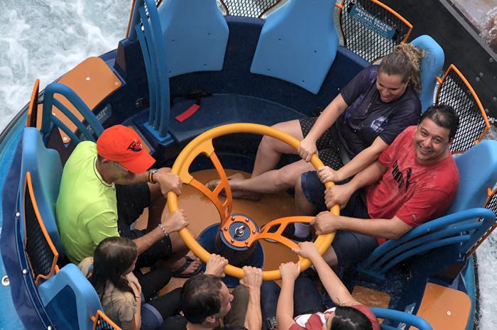 Botes com capacidade para oito pessoas