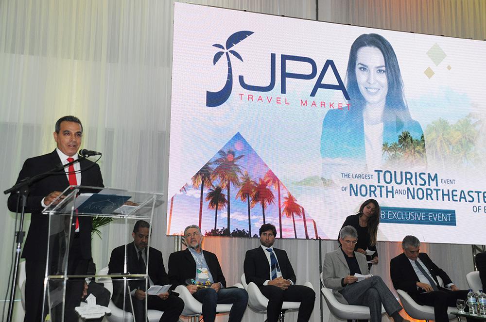 Breno Mesquita, diretor do Festival JPA, na cerimônia de abertura