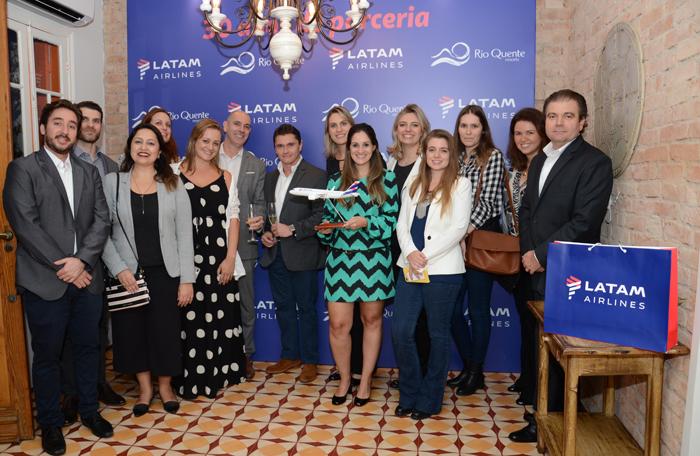Equipes da Latam e Rio Quente celebraram a parceria de 30 anos
