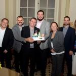 Francisco Almeida, da Azul, Daniel Brunod e Ricardo Bezerra, da Azul Viagens, receberam homenagem da Disney