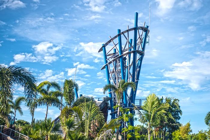 Infinity Falls tem um estrutura de 20 metros de altura e com uma queda de 12 metros