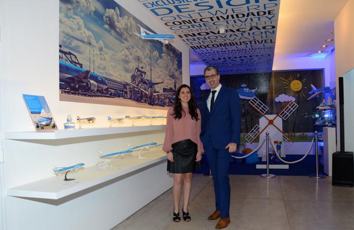 Júlia de Medeiros, gerente de Marketing do grupo no Brasil e Seth Van Straten, diretor comercial da Air France-KLM