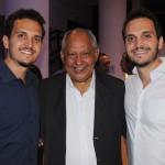 Jairo João, da prefeitura de Salvador, com Filipe e Lucas Benzota, do Salvador Bus
