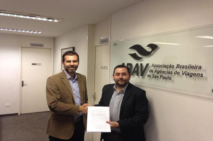 Leandro Begoti, gerente executivo da Abav-SP e Fabio Monteiro, gerente de negócios da Ticket