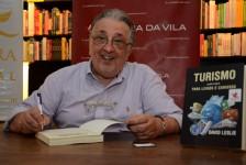 Leslie Benveniste lança livro em São Paulo