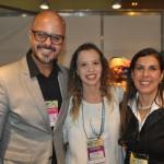 Marcelo Nicolau, da Prefeitura de Guarujá, com Carolina Lima e Gisele Lima, da Promo