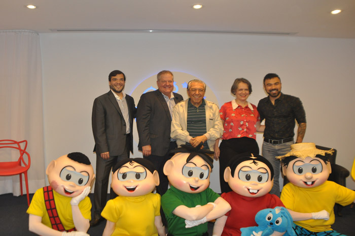 Marcelo Bento diretor da Azul, D.T. Minich, CEO do Experience Kissimmee, Maurício de Sousa, Ana Flávia Medina, representante do Kissimmee e Mauro de Sousa