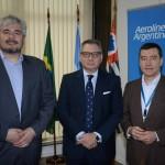 Pablo César Godoy, diretor da Provincia de Santa Cruz, Luis Castillo, cônsul geral da Argentina, e Ivan Blanco, da Aerolíneas Argentinas