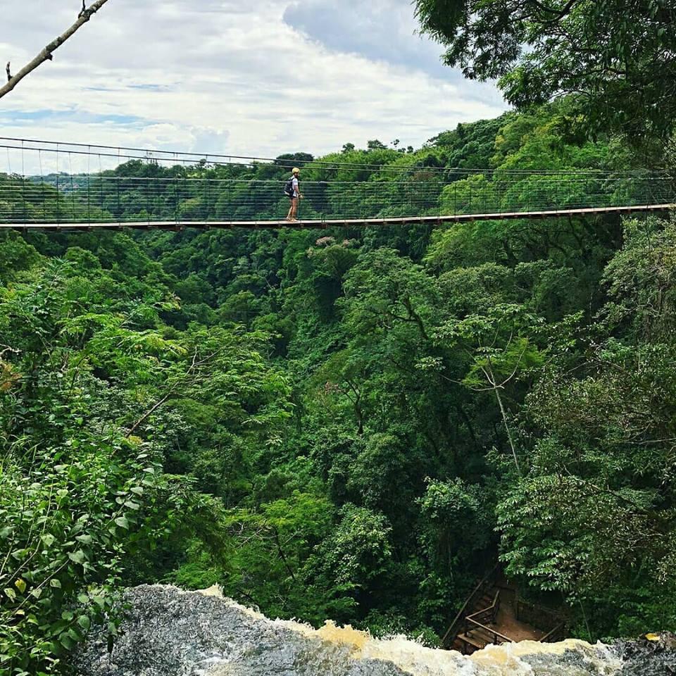Ponte suspensa do Ecoparque Cassorova, um dos atrativos de Brotas