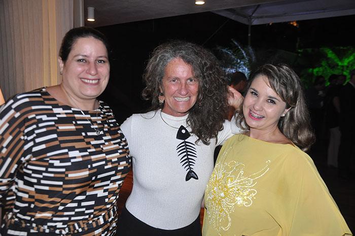 Rafaela Gross Brown e Helen Demuro, da Aviareps, com Mari Masgrau, do M&E