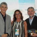 Ricardo Coutinho, governador da PB, Ruth Avelino, presidente da PBTur, e Luiz Alberto Amorim, do Sebrae-PB, que foi homenageado
