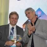 Rogério Guerra recebeu homenagem em nome da Gol por Ricardo Coutinho, governador da PB