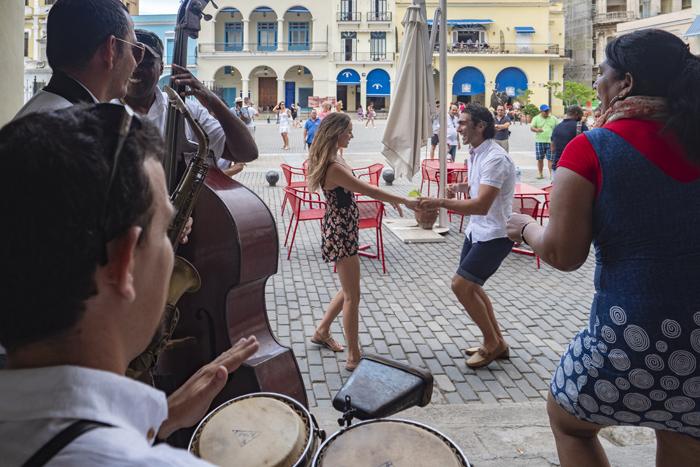 A aprimorada experiência a bordo inclui novas opções gastronômicas e de entretenimento com um toque cubano e americano.