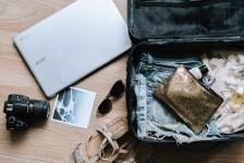Metade dos brasileiros faz as malas de viagem pensando nas redes sociais, diz Booking.com