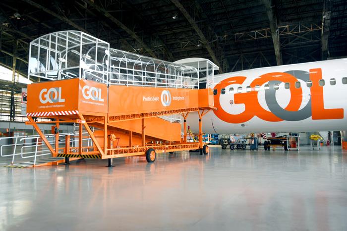 O equipamento exclusivo permite acesso à aeronave pela posição remota e possui tecnologia sustentável com iluminação solar