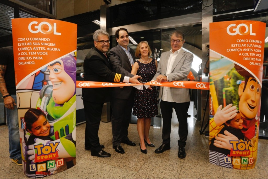 Arialdo Pinho, secretário de Turismo do Ceará, e Eduardo Bernardes, vp da Gol na inauguração do voo