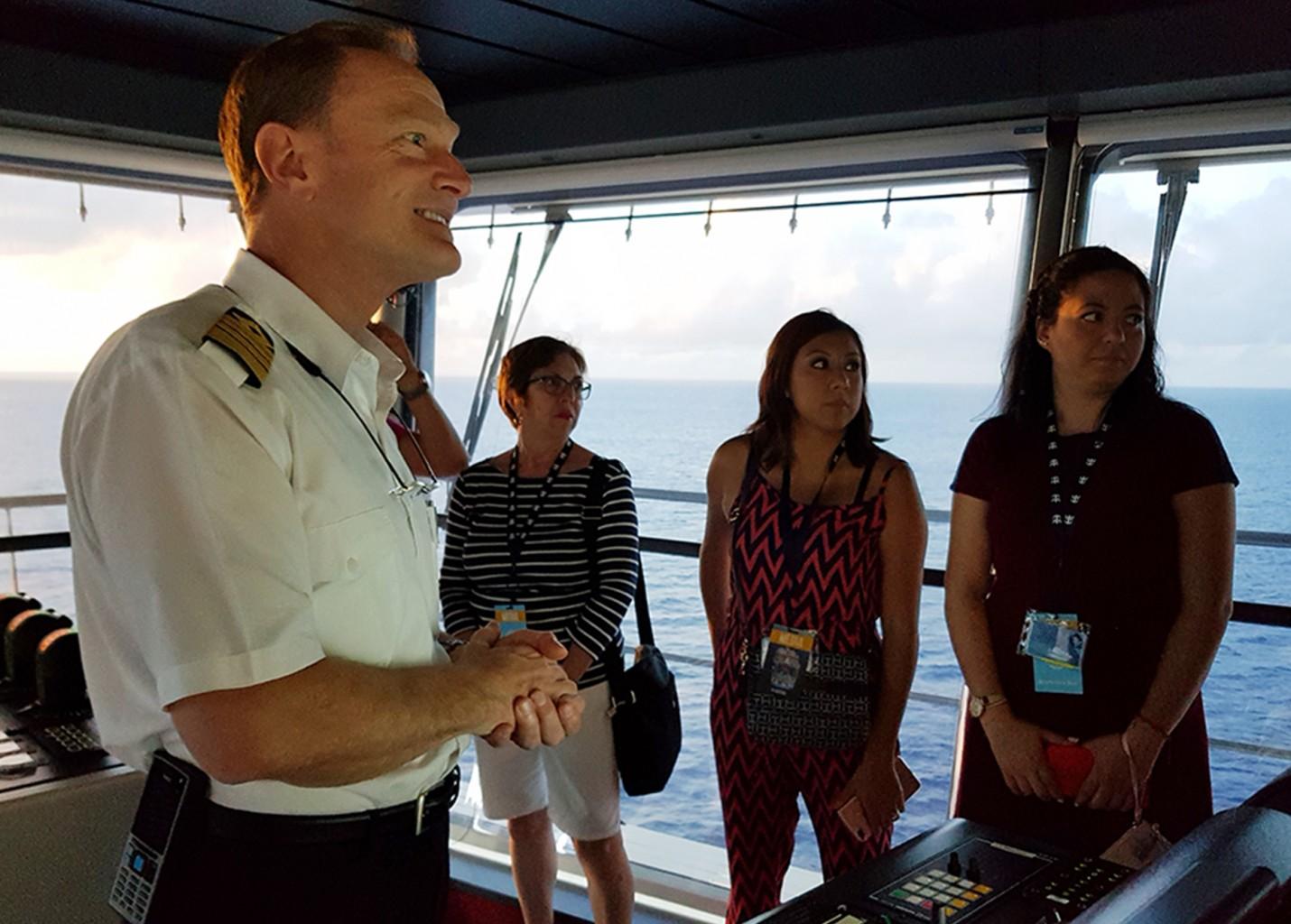 Capitão do Symphony of the Seas revela curiosidades de sua rotina a bordo