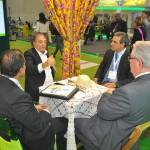 Claudio Junior e Breno Mesquita, da JPA Travel Market, em reunião com Roy Taylor, do M&E, e Arialdo Pinho, secretário de Turismo do Ceará