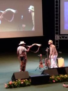 Edson Pantaneiro apresenta música no berrante e poesia