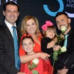 Eduardo Zorzanello e Marcus Rossi acompanhados das filhas e de Marta Rossi