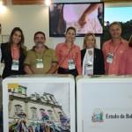 Equipe da Bahiatursa e Vanessa Mendonça, do marketing do Ministério do Turismo