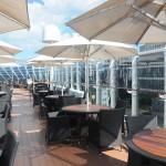 Espaço externo próximo as piscinas também é exclusivo do Yacht Club