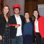 Fabrício Sá, da True Experience, recebe seu certificado de Rail Expert Brasil 2018 das executivas da Rail Europe