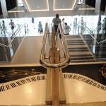 Famosa escada piano que toca quando alguém pisa em seus degraus