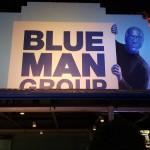 Grupo do Super Fam entrando para conferir o show do Blue Man Group