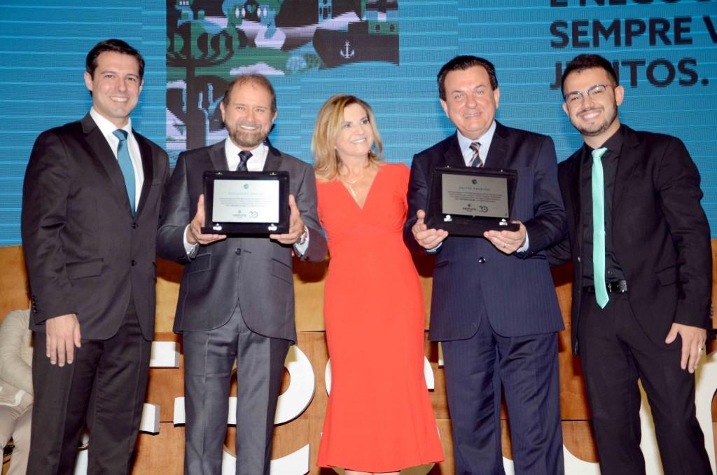uilherme Paulus e Valter Patriani receberam a homenagem de Eduardo Zorzanello, Marta e Marcus Rossi