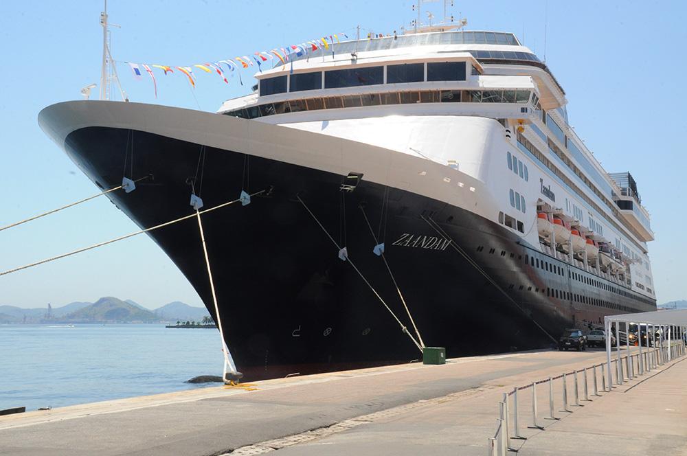 MS Zaandam chegou ao Brasil neste sábado e já segue viagem pela América do Sul