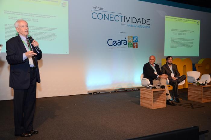 Mauricio Emboada, em apresentação sobre formação de novas rotas (Eric Ribeiro)