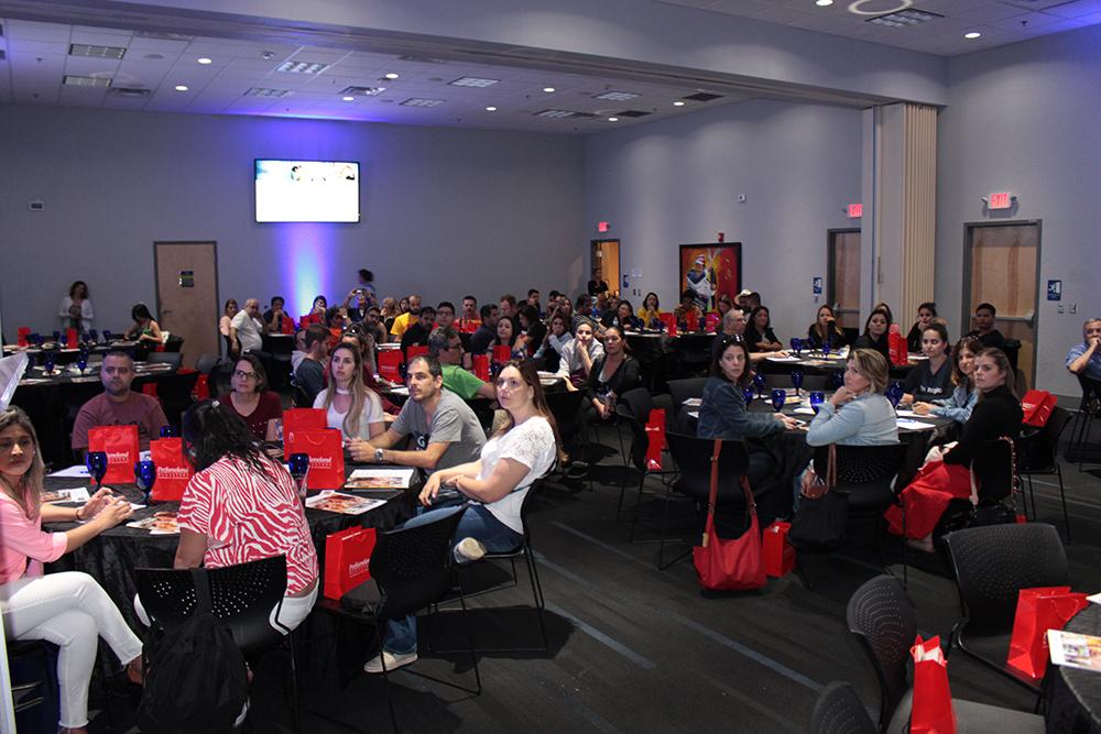 Palestra do Visit Orlando para mais de 120 agentes, operadores e equipe da R11