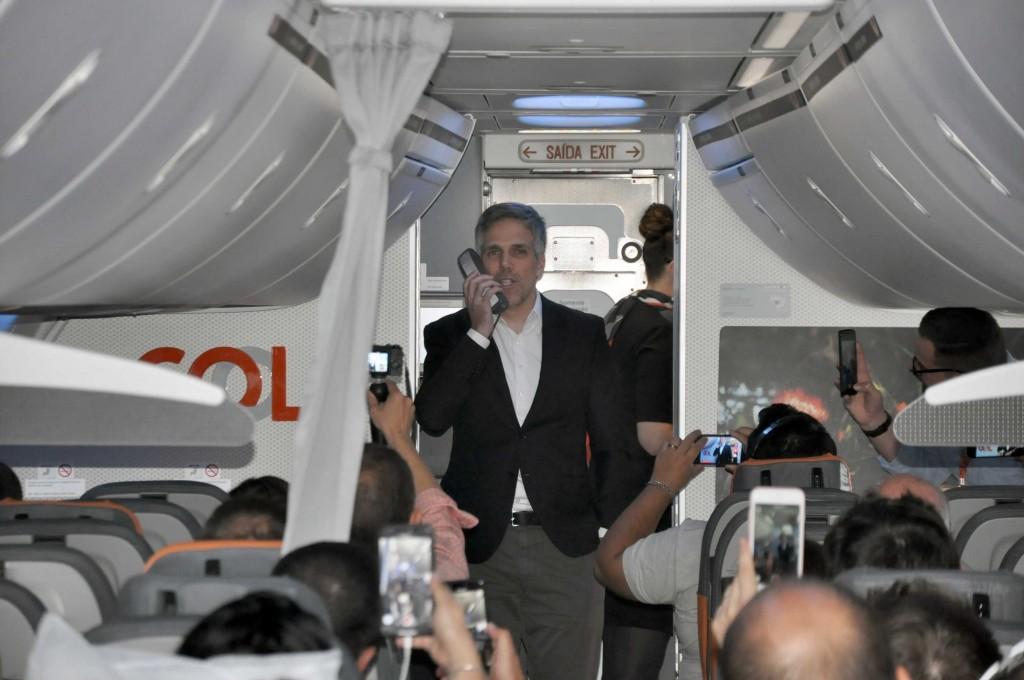 Paulo Kakinoff durante o voo inaugural da Gol para Miami