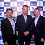 Renan Chiepp, da Aguia Branca, entre José Mario Caprioli, presidente executivo da Holding Azul S.A, e John Rodgerson, presidente da Azul
