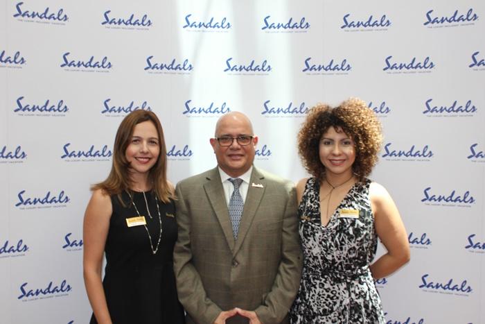 Renata Salina, Silvio Páez e Raquel Queiroz, representantes da Sandals
