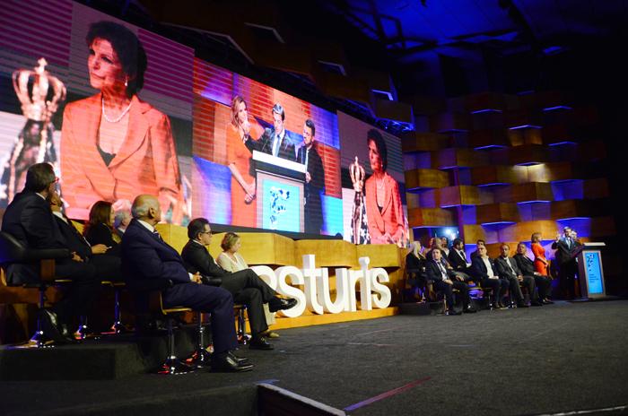 Silvia Zorzanello foi homenageada durante o discurso