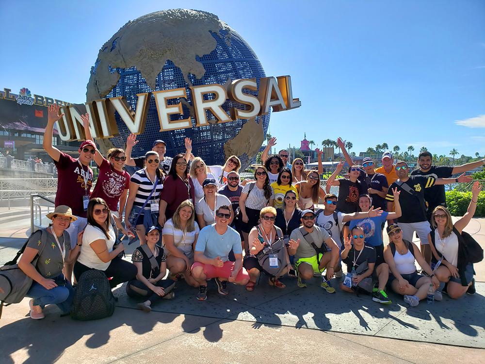 Super Fam se divertiu nos parques da Universal