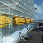 Symphony visto da ponte de embarque no Porto de Miami