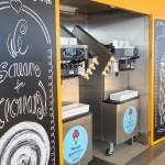 Vários pontos com máquinas de sorvete para os cruzeiristas se servirem