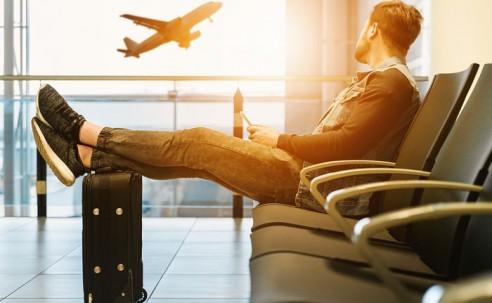 Oferta de voos e assentos tem queda em julho; rotas Brasil-Europa crescem