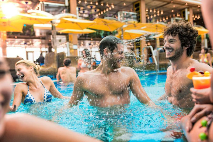 O navio terá programação de festas noturnas e pool party todos os dias.