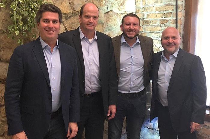 Juarez Cintra Neto, do Grupo Ancoradouro, Ralf Aasmann, diretor executivo da Air Tkt; Wagner Chaves, da Sakuratur, e Carlos Vazquez, presidente do conselho de administração da Air Tkt