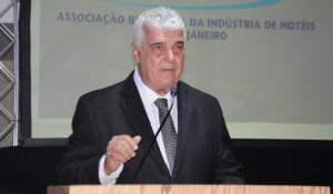 Alfredo Lopes classifica cancelamento do Réveillon no Rio como um 'total absurdo'