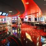 Cassino conta com bar, mesa de jogos e as clássicas maquininhas
